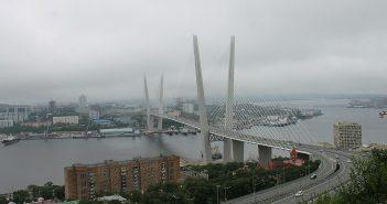 Yadex-Update. Der Algorithmus Wladiwostok, bildlich dargestellt durch die Solotoi-Brücke