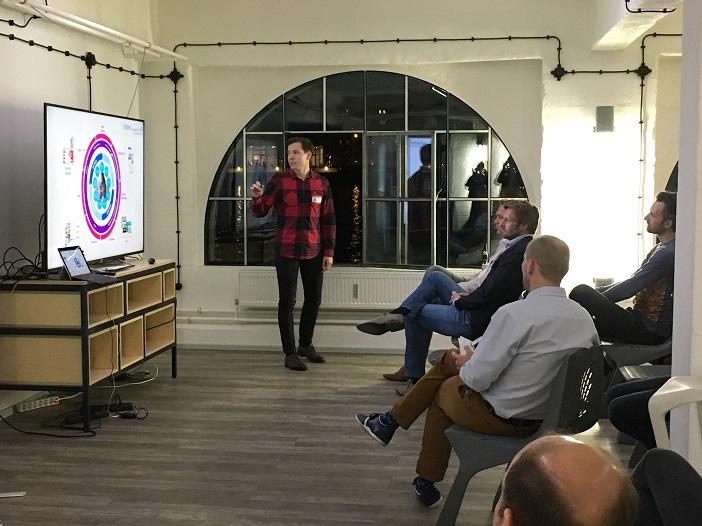 Anton Zhukov zu Insights and challenges of a DSP auf dem 4. Pr0grammat1c Meetup